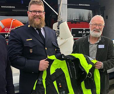 Fra venstre Kim Wemmelund (beredskabschef hos Brand & Redning Midtvest), Lasse Metzchen (kredsleder), Jørn E. E. Nielsen (TrygFondens regionale råd i Region Midtjylland) og Eyðun Skarðhamar (vicekredsleder).