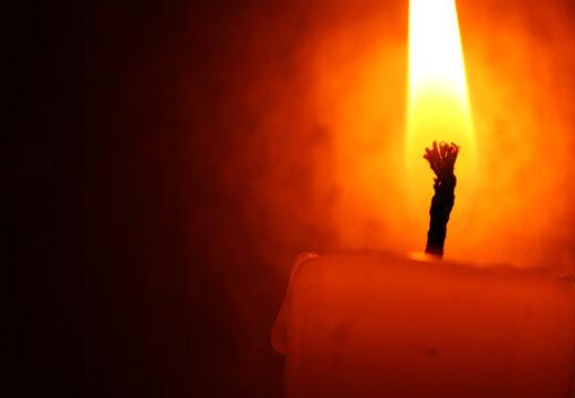 Tændt stearinlys