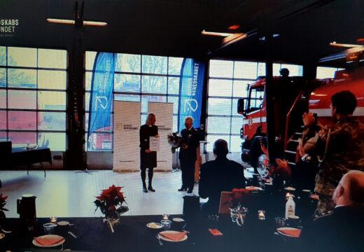 Overrækkelse af forsvarsministeriets frivilligpris til Marianne Kjær i Vejle 30. november 2020.