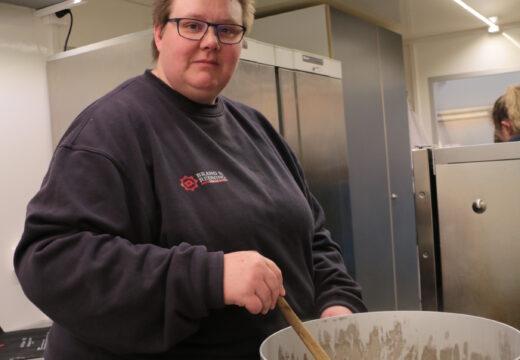 Med to gryder på 25 liter og to på 34 liter kan Karina og hendes team fremstille spaghetti med kødsovs, mørbradgryde og andet godt i store mængder.