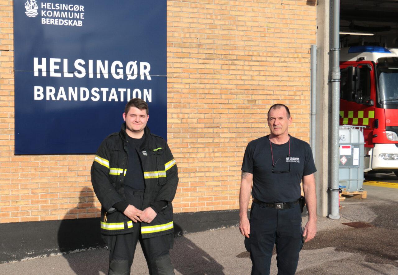 Beredskabsinspektør Kim Breum Welle (th) er glad for, at Simon Kristensen og flere andre frivillige har stillet op mange gange, når han har kaldt på vegne af Helsingør Kommune. (Foto: Flemming Kyster)